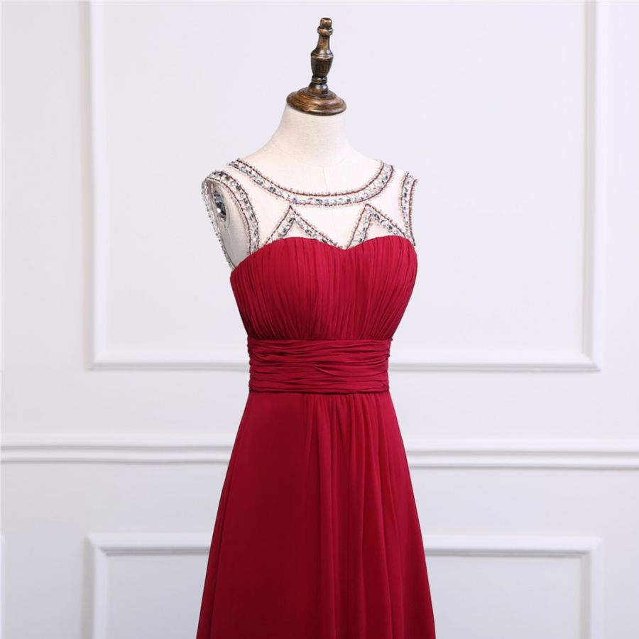 323484e97fbd rudé společenské šaty s korálky šifonové červené sexy holá záda ...